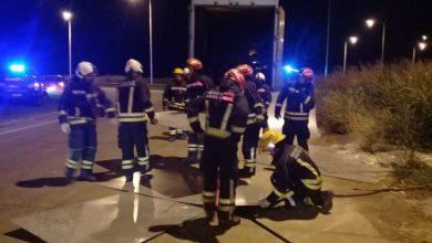 Photo of AMSTRONG.16 bomberos trabajaron para recuperar la carga de un camión