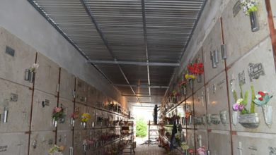 Photo of CRUZ ALTA.Robaron 30 porta floreros de bronce del cementerio municipal