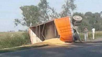 Photo of Monte Buey: Vuelco de un camión sobre la Ruta 6
