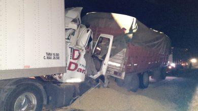 Photo of Dos camioneros heridos al chocar en autopista
