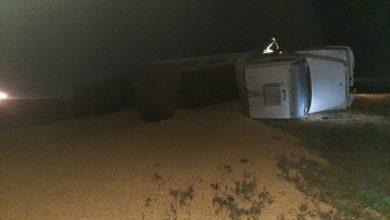 Photo of Leones: Vuelco en solitario de un camión sobre autopista en el km 471
