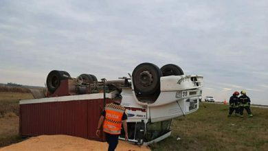 Photo of Leones: Tumbo de un camión cargado con maíz sobre autopista